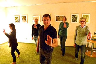 Therapeut Martin Bathe bei einem Burnin statt Burnout Gruppencoaching.